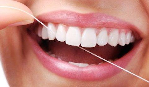 Clínica Dental Clidecem - Dentista de Confianza en Puente Genil - Hilo dental